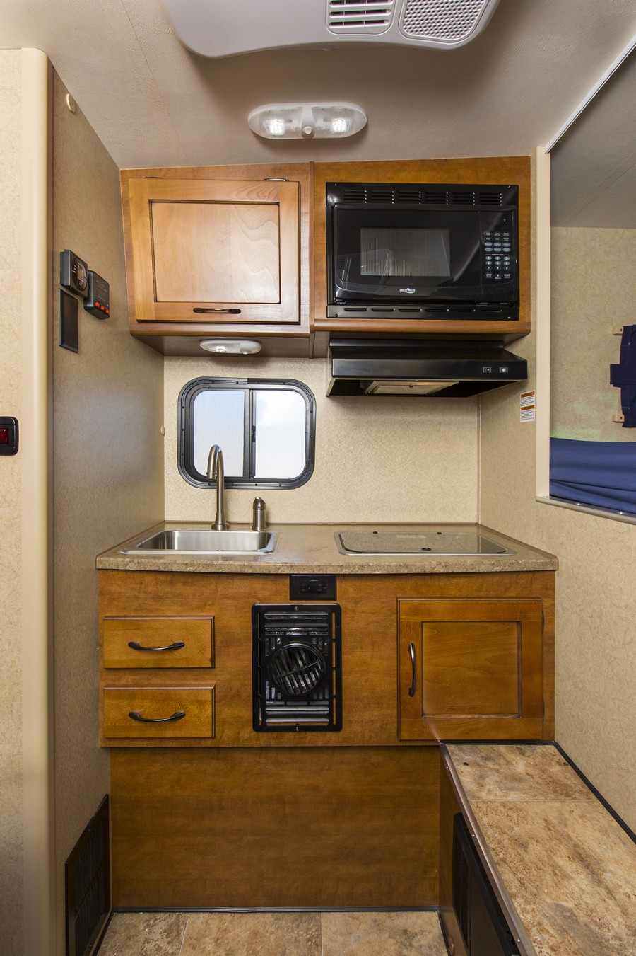 Cruise america t17 truck camper usa amp canada motorhome holidays - Photos
